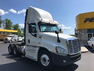 Day Cab Tractor-Heavy Duty Tractors-Freightliner-2014-Cascadia 12564ST-LONDONDERRY-NH-702,264 miles-$29,500