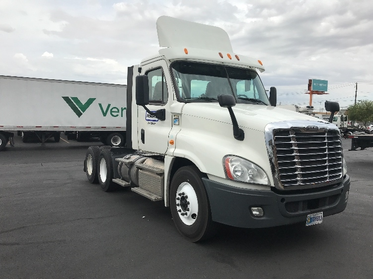 Day Cab Tractor-Heavy Duty Tractors-Freightliner-2014-Cascadia 12564ST-LAS VEGAS-NV-321,395 miles-$46,750