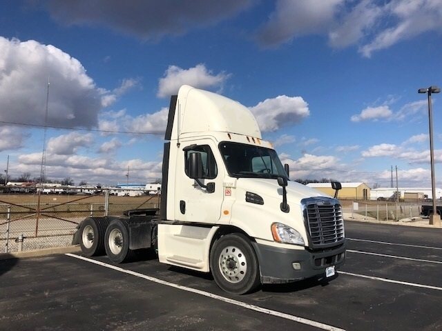 Day Cab Tractor-Heavy Duty Tractors-Freightliner-2014-Cascadia 11364ST-RICHMOND-IN-377,165 miles-$41,500