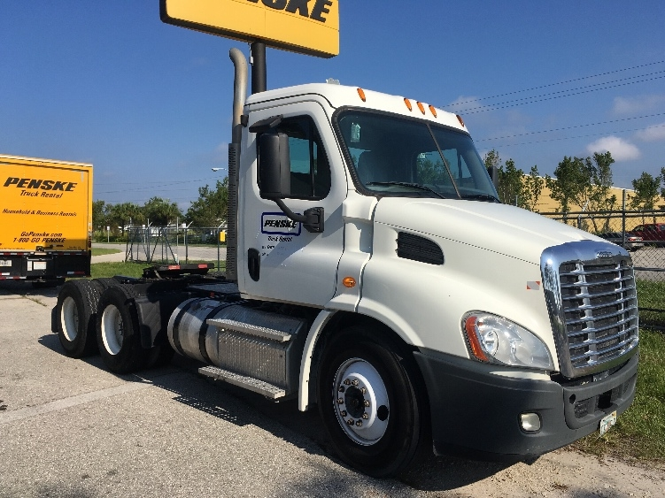 Day Cab Tractor-Heavy Duty Tractors-Freightliner-2014-Cascadia 11364ST-FORT MYERS-FL-222,019 miles-$54,250