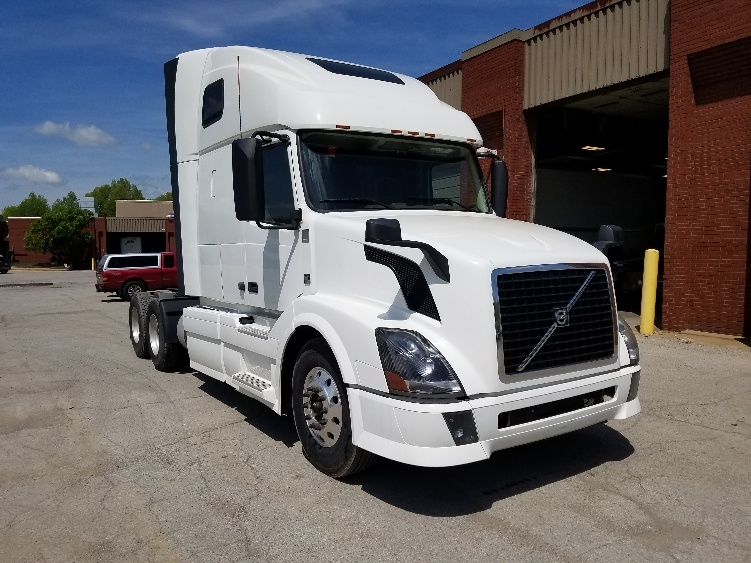 Sleeper Tractor-Heavy Duty Tractors-Volvo-2014-VNL64T670-YOUNGSTOWN-OH-519,992 miles-$47,250