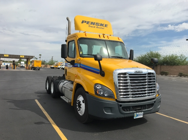Day Cab Tractor-Heavy Duty Tractors-Freightliner-2015-Cascadia 12564ST-PHOENIX-AZ-262,106 miles-$54,000