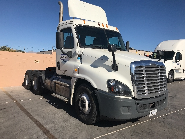 Day Cab Tractor-Heavy Duty Tractors-Freightliner-2015-Cascadia 12564ST-LAS VEGAS-NV-224,363 miles-$58,000