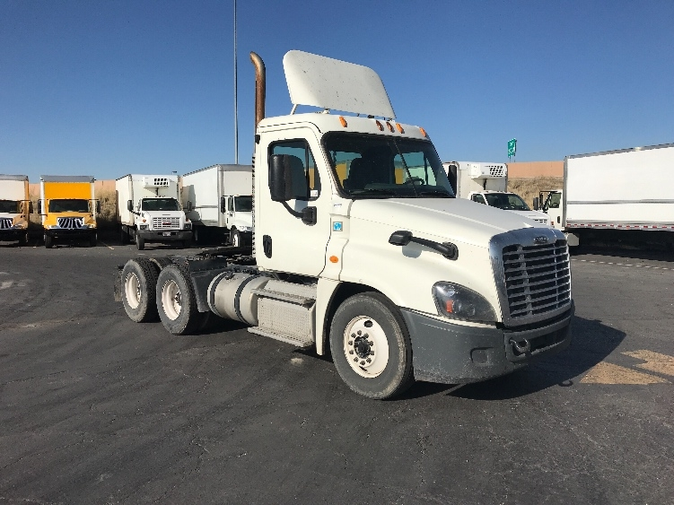 Day Cab Tractor-Heavy Duty Tractors-Freightliner-2015-Cascadia 12564ST-WEST VALLEY CITY-UT-408,902 miles-$46,000