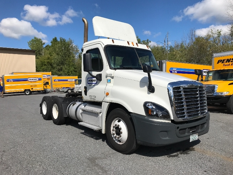 Day Cab Tractor-Heavy Duty Tractors-Freightliner-2015-Cascadia 12564ST-HUDSON-NH-338,147 miles-$51,000