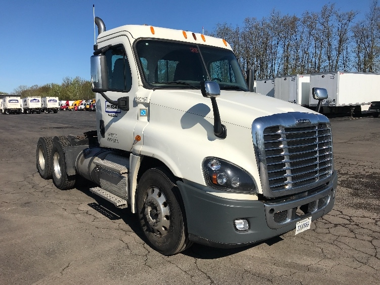Day Cab Tractor-Heavy Duty Tractors-Freightliner-2014-Cascadia 12564ST-EAST SYRACUSE-NY-266,061 miles-$47,500