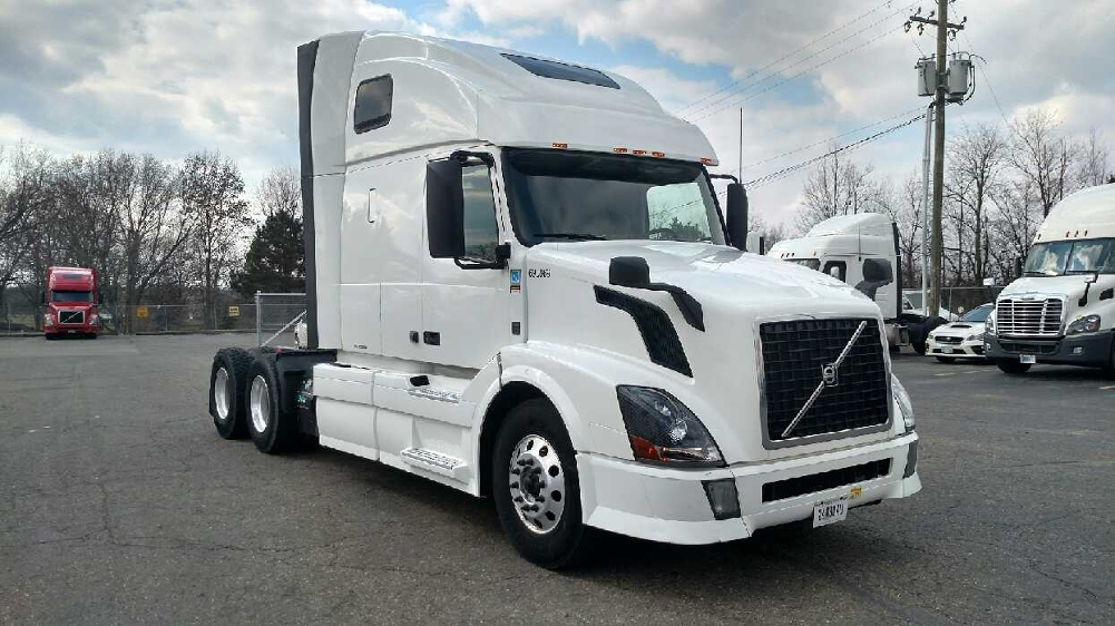 Sleeper Tractor-Heavy Duty Tractors-Volvo-2014-VNL64T670-CANTON-OH-437,896 miles-$46,500