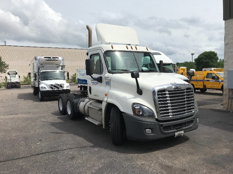 Day Cab Tractor-Heavy Duty Tractors-Freightliner-2014-Cascadia 12564ST-EAGAN-MN-352,705 miles-$44,500