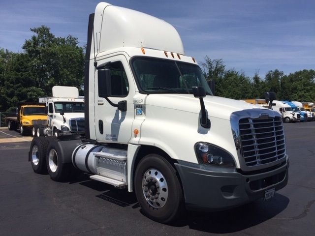 Day Cab Tractor-Heavy Duty Tractors-Freightliner-2014-Cascadia 12564ST-BENSALEM-PA-188,245 miles-$55,250