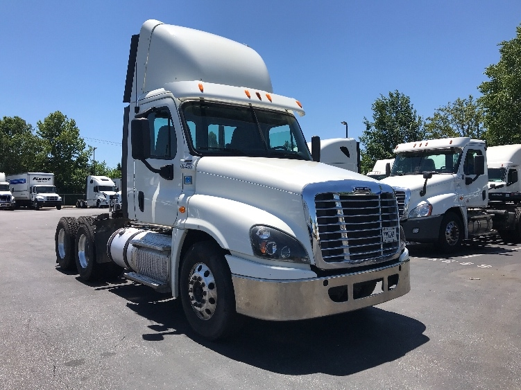 Day Cab Tractor-Heavy Duty Tractors-Freightliner-2014-Cascadia 12564ST-NEW CASTLE-DE-311,179 miles-$43,250