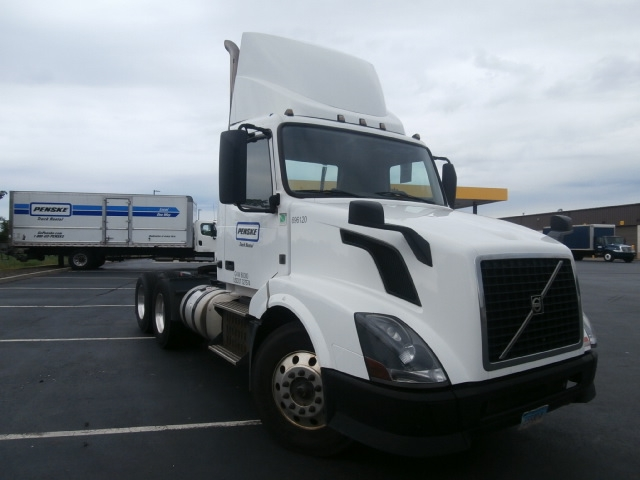 Day Cab Tractor-Heavy Duty Tractors-Volvo-2015-VNL64T300-WEST HAVEN-CT-235,744 miles-$71,500