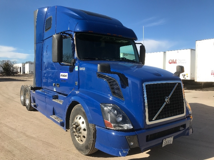 Sleeper Tractor-Heavy Duty Tractors-Volvo-2015-VNL64T670-DES MOINES-IA-585,973 miles-$50,500
