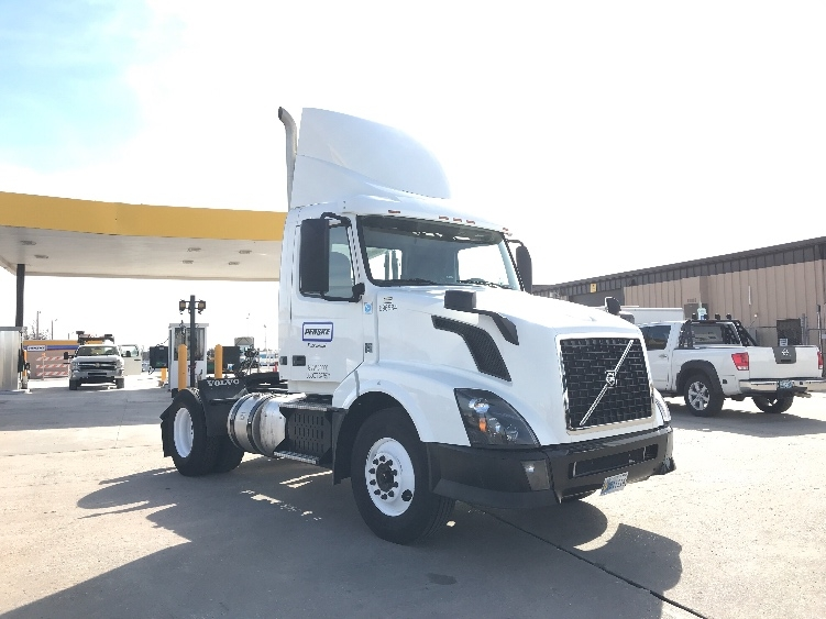 Day Cab Tractor-Heavy Duty Tractors-Volvo-2015-VNL42300-OKLAHOMA CITY-OK-162,840 miles-$57,000