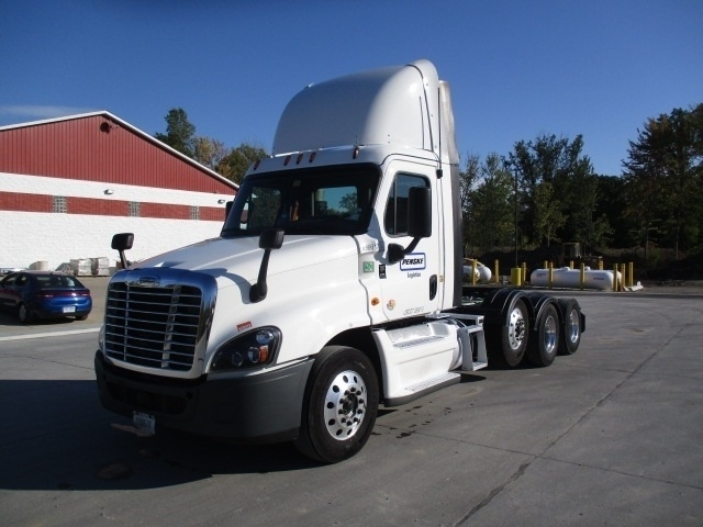 Day Cab Tractor-Heavy Duty Tractors-Freightliner-2015-Cascadia 12584ST-TOLEDO-OH-637,638 miles-$57,500