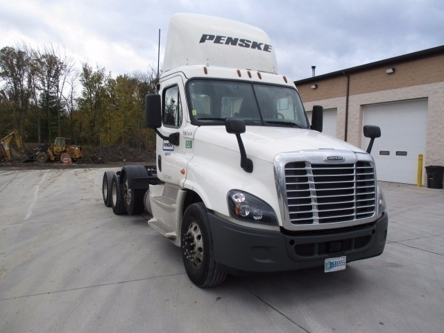 Day Cab Tractor-Heavy Duty Tractors-Freightliner-2015-Cascadia 12584ST-FLAT ROCK-MI-679,000 miles-$52,500