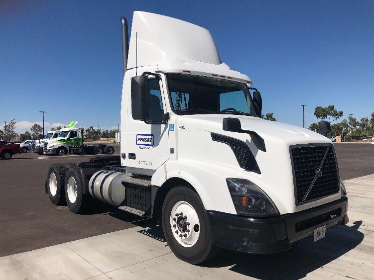 Day Cab Tractor-Heavy Duty Tractors-Volvo-2015-VNL64T300-PHOENIX-AZ-246,747 miles-$56,500