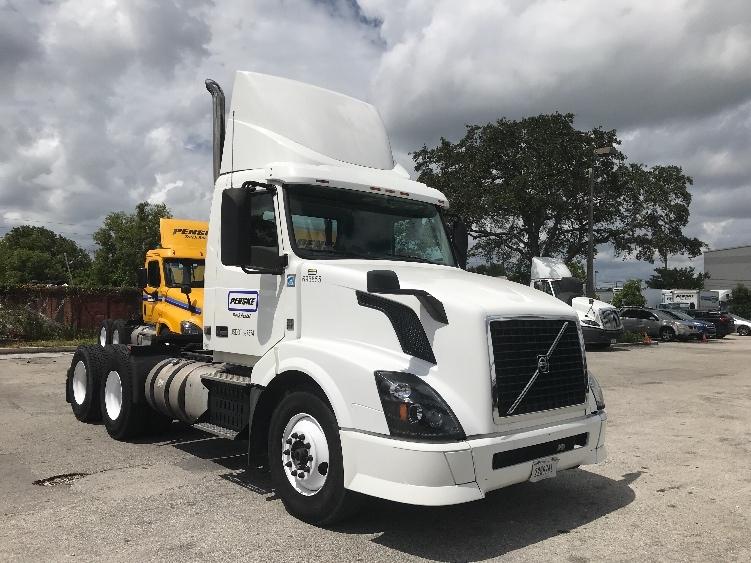 Day Cab Tractor-Heavy Duty Tractors-Volvo-2015-VNL64T300-POMPANO BEACH-FL-217,173 miles-$53,250