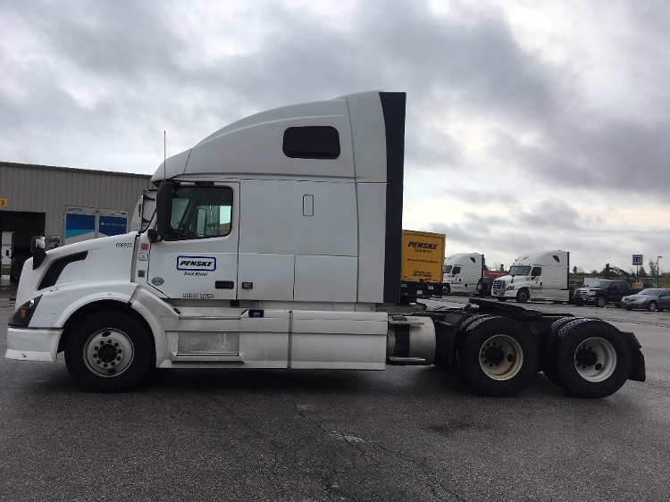 Sleeper Tractor-Heavy Duty Tractors-Volvo-2015-VNL64T670-DES MOINES-IA-463,416 miles-$57,500