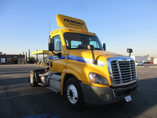 Day Cab Tractor-Heavy Duty Tractors-Freightliner-2015-Cascadia 12542ST-FONTANA-CA-171,729 miles-$81,000