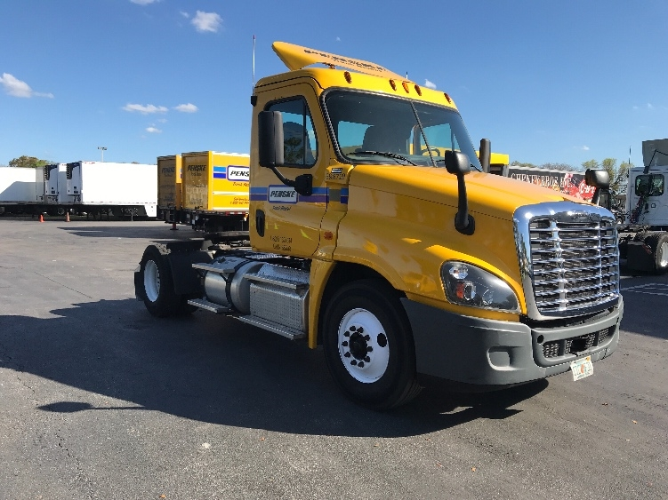 Day Cab Tractor-Heavy Duty Tractors-Freightliner-2015-Cascadia 12542ST-MEDLEY-FL-163,043 miles-$54,500