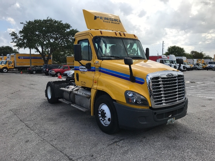 Day Cab Tractor-Heavy Duty Tractors-Freightliner-2015-Cascadia 12542ST-POMPANO BEACH-FL-205,813 miles-$47,250