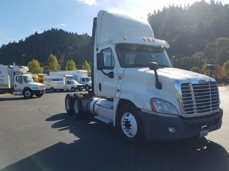 Day Cab Tractor-Heavy Duty Tractors-Freightliner-2015-Cascadia 12564ST-PORTLAND-OR-761,867 miles-$43,000
