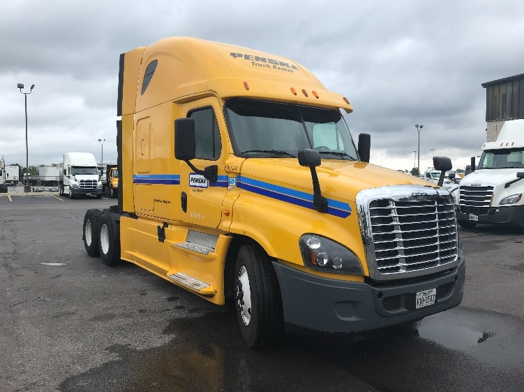 Sleeper Tractor-Heavy Duty Tractors-Freightliner-2015-Cascadia 12564ST-MEDLEY-FL-615,224 miles-$39,250