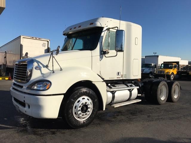 Sleeper Tractor-Heavy Duty Tractors-Freightliner-2009-Columbia CL12064ST-TORRANCE-CA-542,329 miles-$36,500