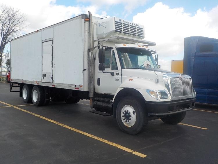 Reefer Truck-Light and Medium Duty Trucks-International-2004-7400-SAINT LAURENT-PQ-566,669 km-$12,500
