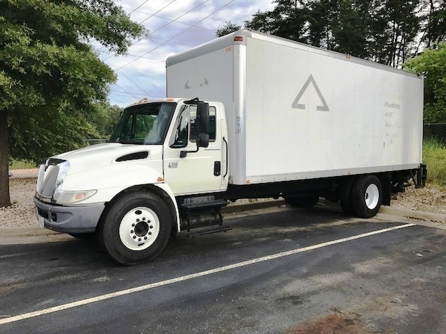 Medium Duty Box Truck-TRUCK-International-2004-4300-MANASSAS-VA-369,369 miles-$9,000