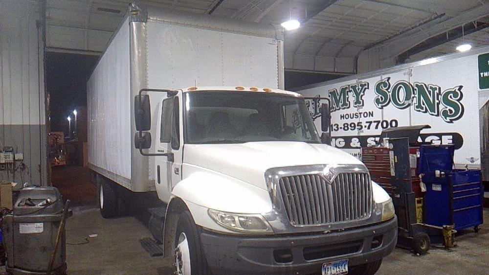 Medium Duty Box Truck-Light and Medium Duty Trucks-International-2004-4300-HOUSTON-TX-325,392 miles-$13,500