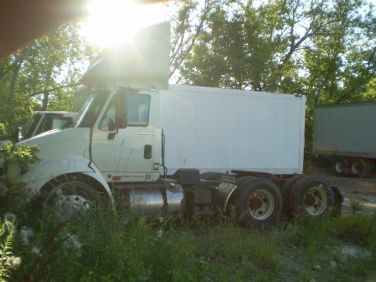 Day Cab Tractor-Heavy Duty Tractors-International-2005-8600-LANSING-MI-193,285 miles-$5,500