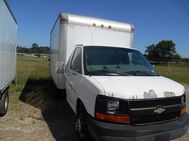 Medium Duty Box Truck-Light and Medium Duty Trucks-Chevrolet-2004-EXPRESS-ERIE-PA-185,391 miles-$6,000