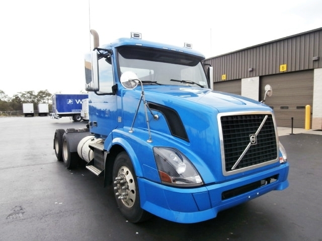 Day Cab Tractor-Heavy Duty Tractors-Volvo-2010-VNL64T300-WEST HAVEN-CT-275,251 miles-$24,000