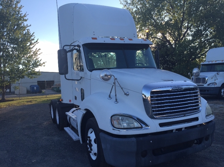 Day Cab Tractor-Heavy Duty Tractors-Freightliner-2007-Columbia CL12064ST-CHARLOTTE-NC-715,553 miles-$27,700