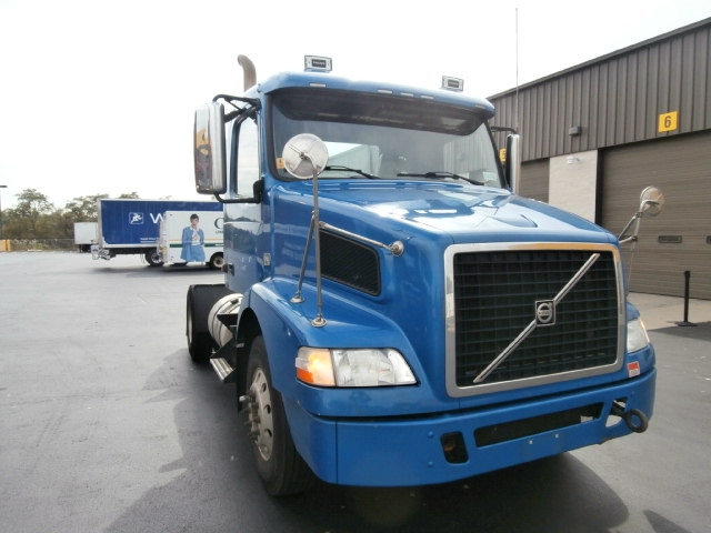 Day Cab Tractor-Heavy Duty Tractors-Volvo-2010-VNM42200-WEST HAVEN-CT-205,112 miles-$34,250