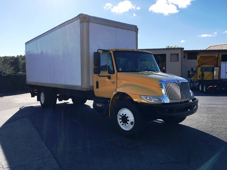 Medium Duty Box Truck-Light and Medium Duty Trucks-International-2005-4300-EAST WINDSOR-CT-316,769 miles-$8,250