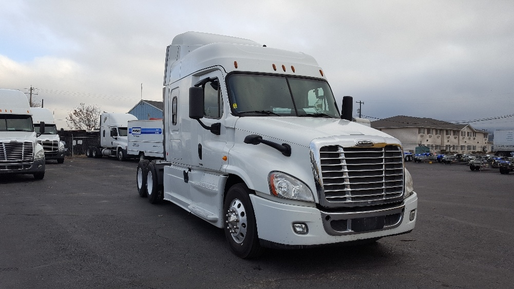 Sleeper Tractor-Heavy Duty Tractors-Freightliner-2014-Cascadia 12564ST-SPOKANE VALLEY-WA-512,824 miles-$45,000