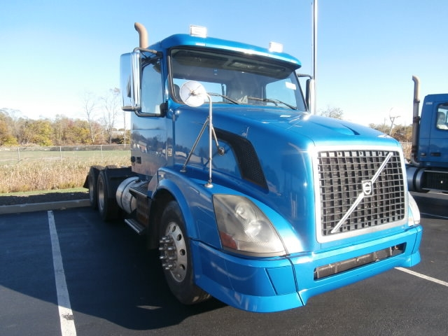 Day Cab Tractor-Heavy Duty Tractors-Volvo-2010-VNL64T300-WEST HAVEN-CT-308,308 miles-$23,500