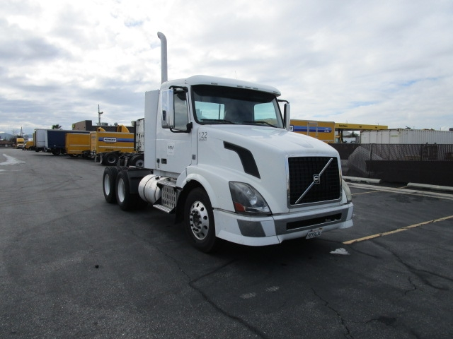 Day Cab Tractor-Heavy Duty Tractors-Volvo-2009-VNL64T300-TORRANCE-CA-207,894 miles-$27,000