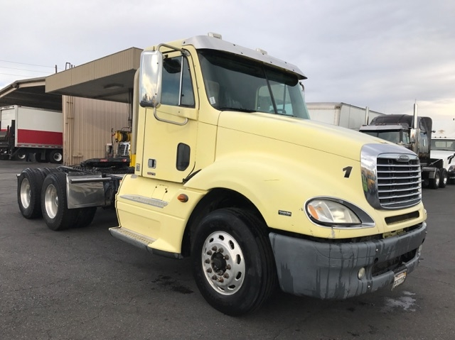 Day Cab Tractor-Heavy Duty Tractors-Freightliner-2009-Columbia CL12064ST-TORRANCE-CA-319,712 miles-$26,500