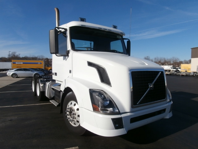 Day Cab Tractor-Heavy Duty Tractors-Volvo-2011-VNL64T300-WEST HAVEN-CT-265,212 miles-$28,500
