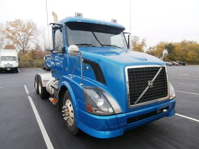Day Cab Tractor-Heavy Duty Tractors-Volvo-2010-VNL64T300-WEST HAVEN-CT-263,489 miles-$31,000