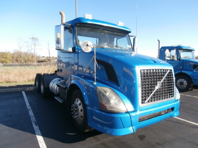 Day Cab Tractor-Heavy Duty Tractors-Volvo-2010-VNL64T300-WEST HAVEN-CT-268,216 miles-$24,250