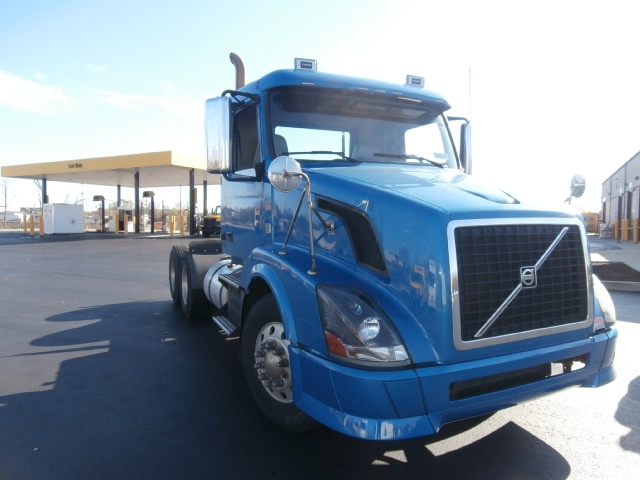 Day Cab Tractor-Heavy Duty Tractors-Volvo-2010-VNL64T300-WEST HAVEN-CT-279,699 miles-$34,500