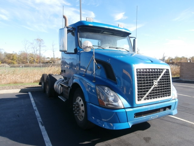 Day Cab Tractor-Heavy Duty Tractors-Volvo-2010-VNL64T300-WEST HAVEN-CT-288,975 miles-$23,750