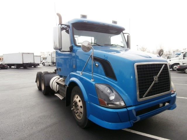 Day Cab Tractor-Heavy Duty Tractors-Volvo-2010-VNL64T300-WEST HAVEN-CT-291,170 miles-$30,500