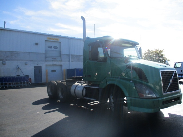 Day Cab Tractor-Heavy Duty Tractors-Volvo-2009-VNL64T300-HARRISBURG-PA-380,456 miles-$22,250