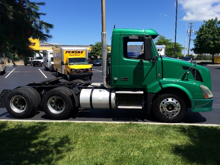 Day Cab Tractor-Heavy Duty Tractors-Volvo-2009-VNL64T300-HARRISBURG-PA-392,853 miles-$23,250