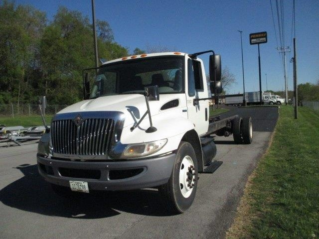 Medium Duty Box Truck-Specialized Equipment-International-2010-4300-KNOXVILLE-TN-327,278 miles-$7,500